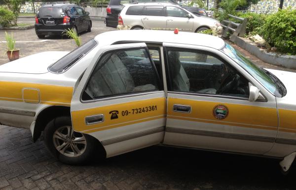 ヤンゴン市内の交通手段 タクシー