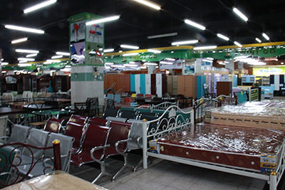 Royal-Modern-Furniture店内